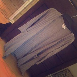 Long sleeve grey sweater.